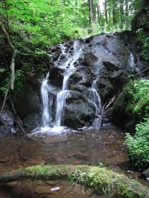 Kleiner Wasserfall bei der Elfengrotte