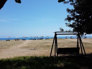 Das Arcadia liegt direkt am unverbauten Strand