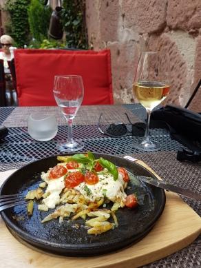 Wunderbares Essen plus Grauburgunder aus der Region