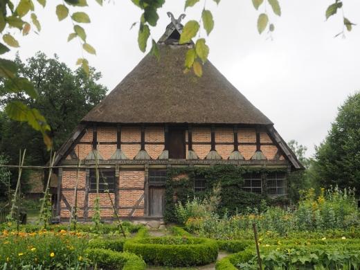 Der Brümmerhof mit Bauerngarten