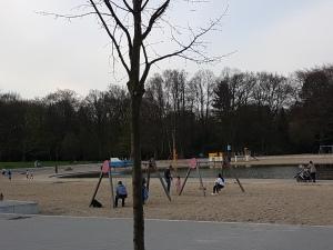 Großes Planschbecken im Stadtpark