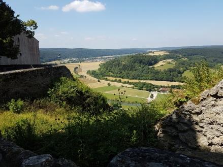 Blick vom Schloss Arnsberg in das Tal