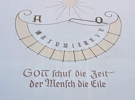 Inschrift auf einer Hauswand